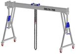 33960068 Wciągarka bramowa aluminiowa z możliwością przejazdu pod obciążeniem, z wózkiem pchanym i wciągnikiem łańcuchowym miproCrane DELTA 700M (udźwig: 1000 kg, szerokość: 8100 mm, wysokość: 2159/2550 mm)