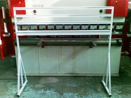 77157413 Stojak na pojemniki warsztatowe (wymiary: 1600x1500x400 mm)